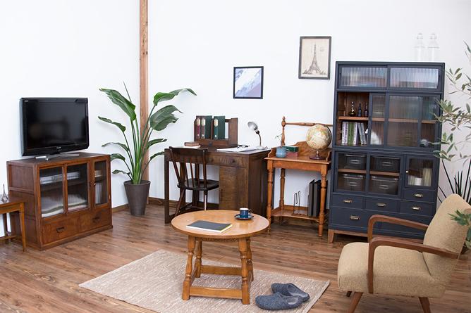 色も違う家具