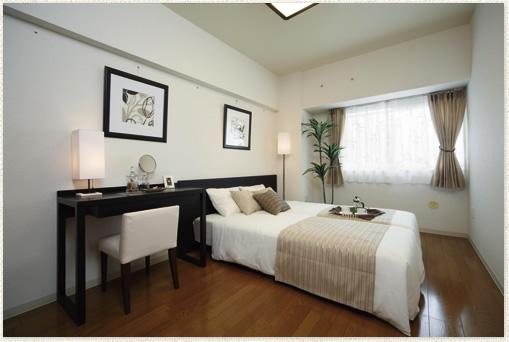 ベージュで飾られた寝室のインテリア