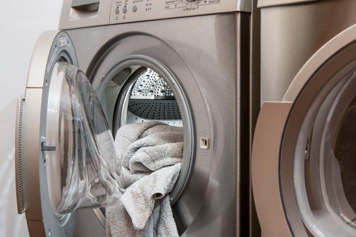 洗濯物を詰め込み