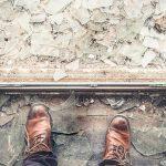 地震で割れたガラス破片から身を守る為に使える身近にあるもの