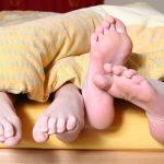 シングルベッドで彼(彼女)と二人で寝ると疲れる理由