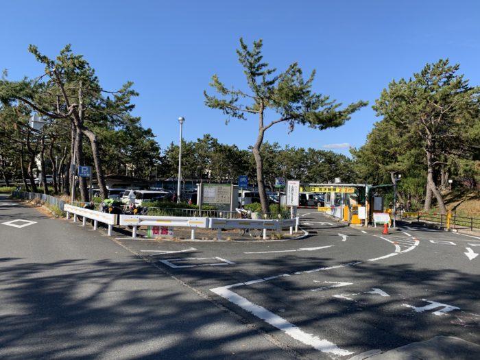 服部緑地プール前の駐車場