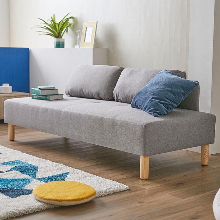 LOWYAグレーのソファ