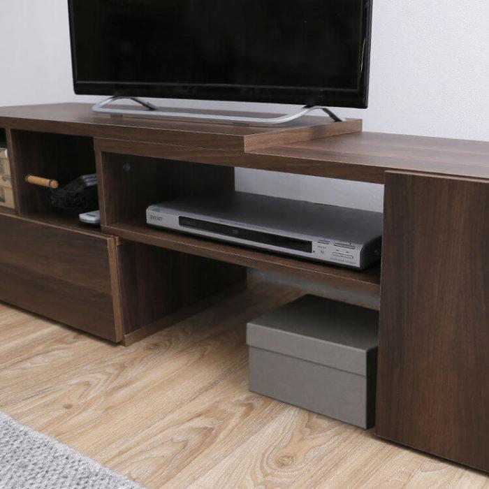 伸縮テレビ台のスペース活用